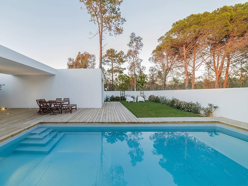 4 Razones por las que construir una piscina en el jardín