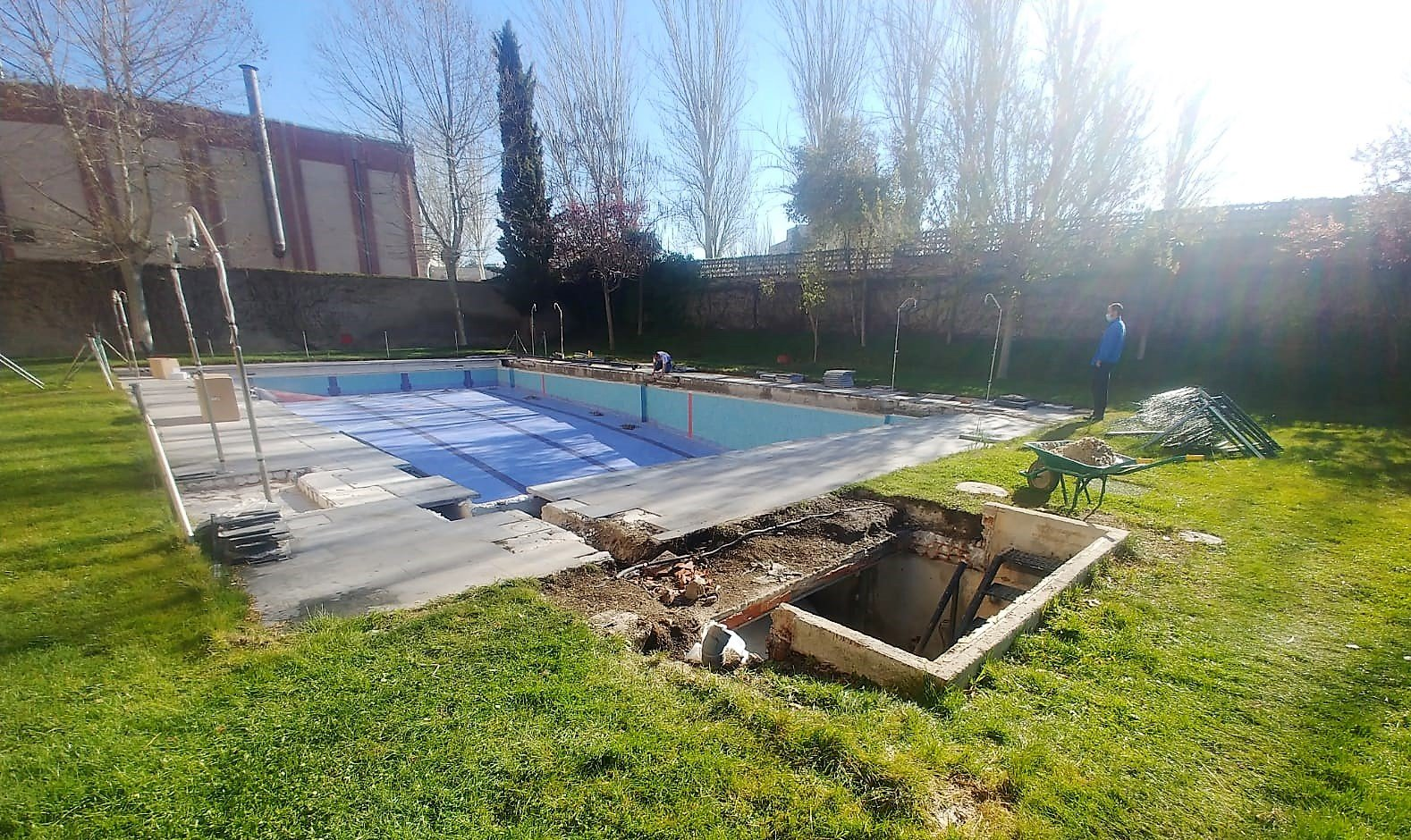 Cómo hacer una piscina de obra con bloques de hormigón o gunitada
