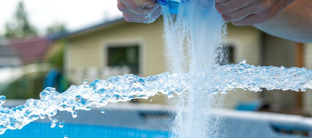 Pasos para calcular el nivel de sal en piscinas