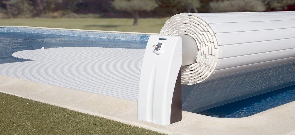 Aumenta la seguridad y la comodidad con un cobertor de piscina automático